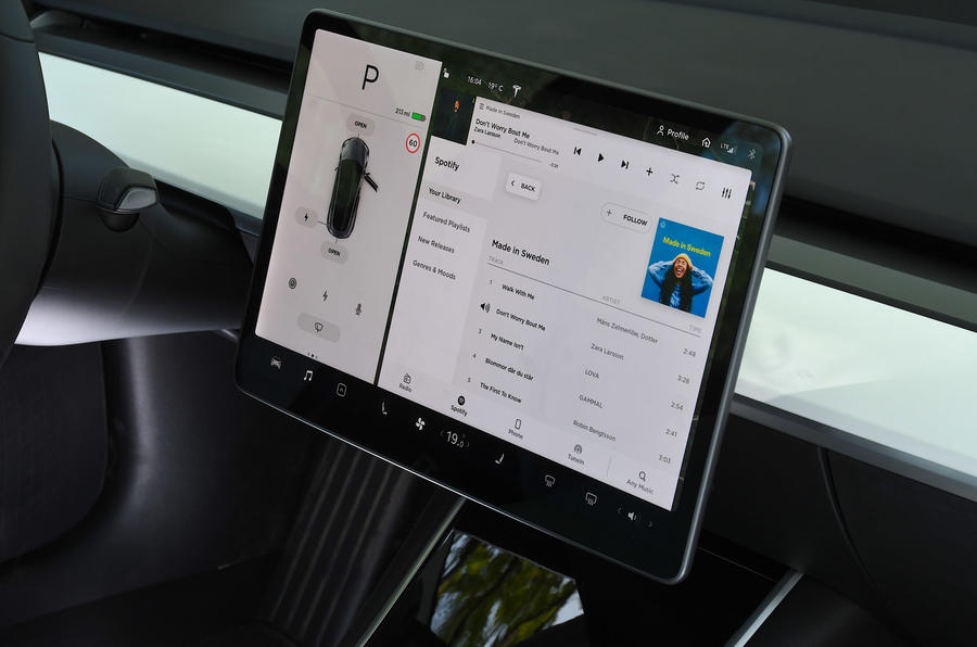 Tesla Model 3 Performance 2019 UK first drive review - infotainment