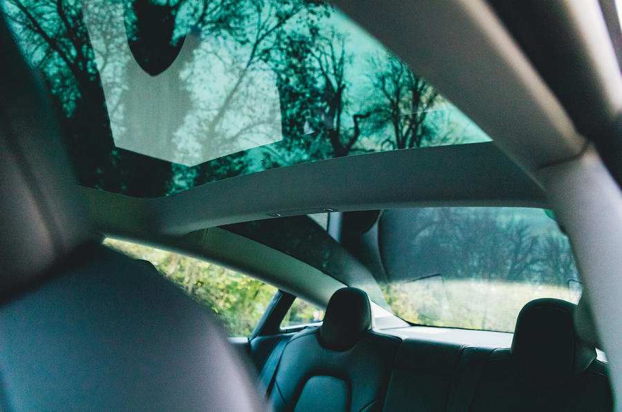 Tesla Model 3 Standard plus 2020 UK first drive review - sunroof