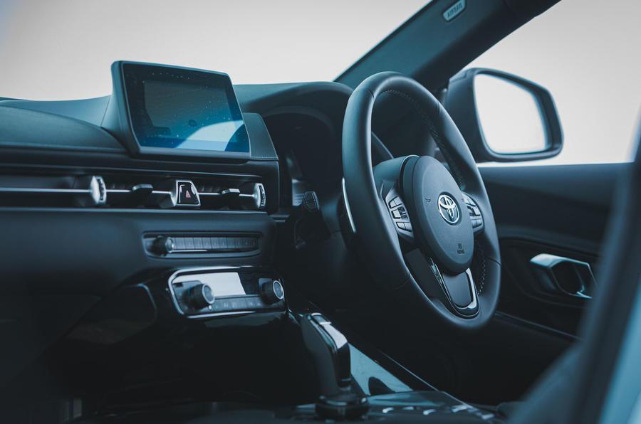 11 Toyota GR Supra 2 litres 2021 : premier tableau de bord de l'examen de conduite au Royaume-Uni