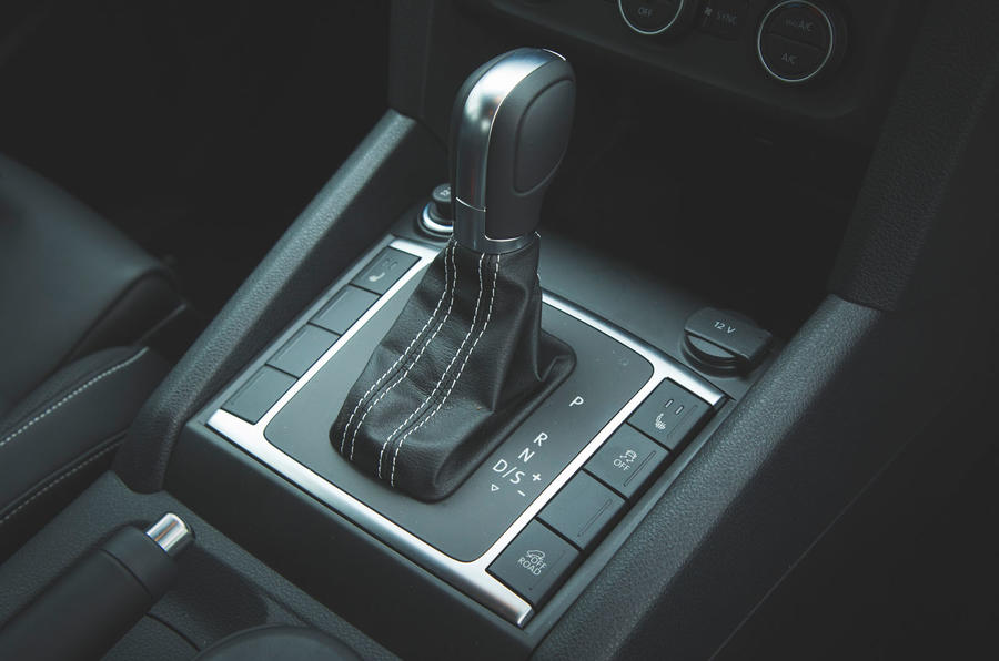 Volkswagen Amarok Aventura 2019 first drive review - gearstick