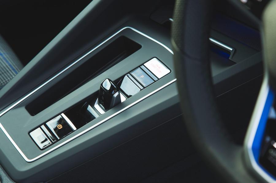 Volkswagen Golf GTE 2020 : premier bilan de conduite au Royaume-Uni - console centrale