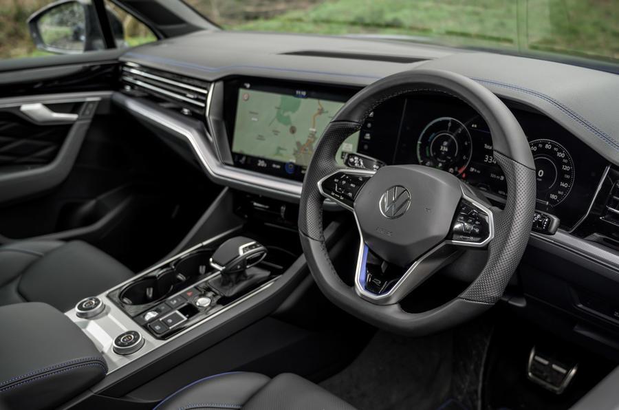11 Volkswagen Touareg R eHybrid 2021, essai en première mondiale, tableau de bord.