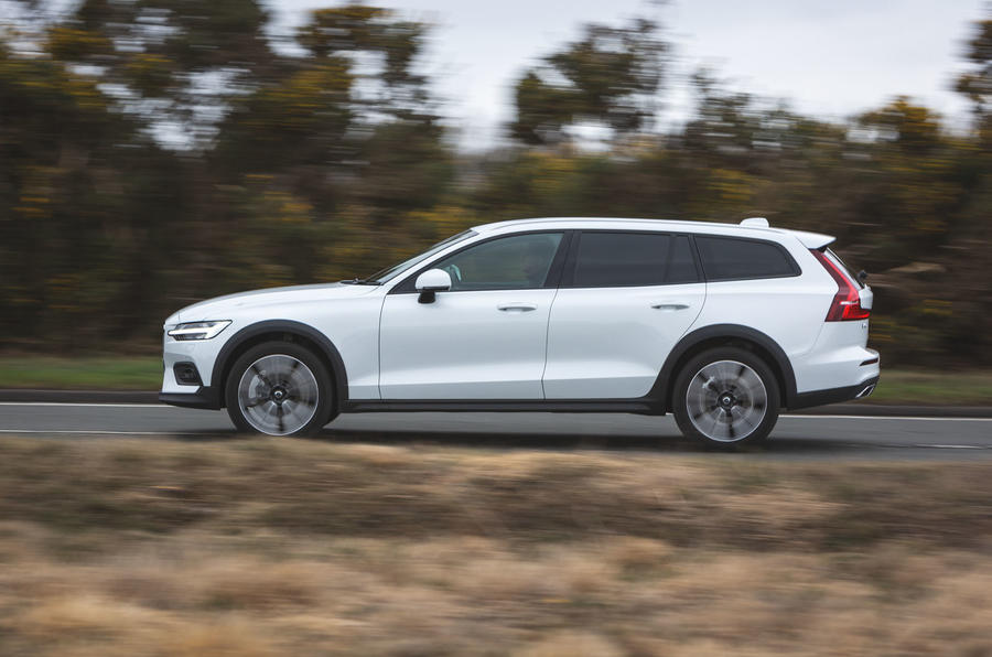 Volvo V60 Cross Country 2019 UK first drive review - on the road side