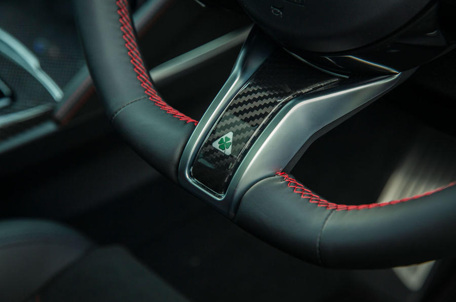 Alfa Romeo Stelvio Quadrifoglio 2020 : premier bilan de la conduite au Royaume-Uni - volant