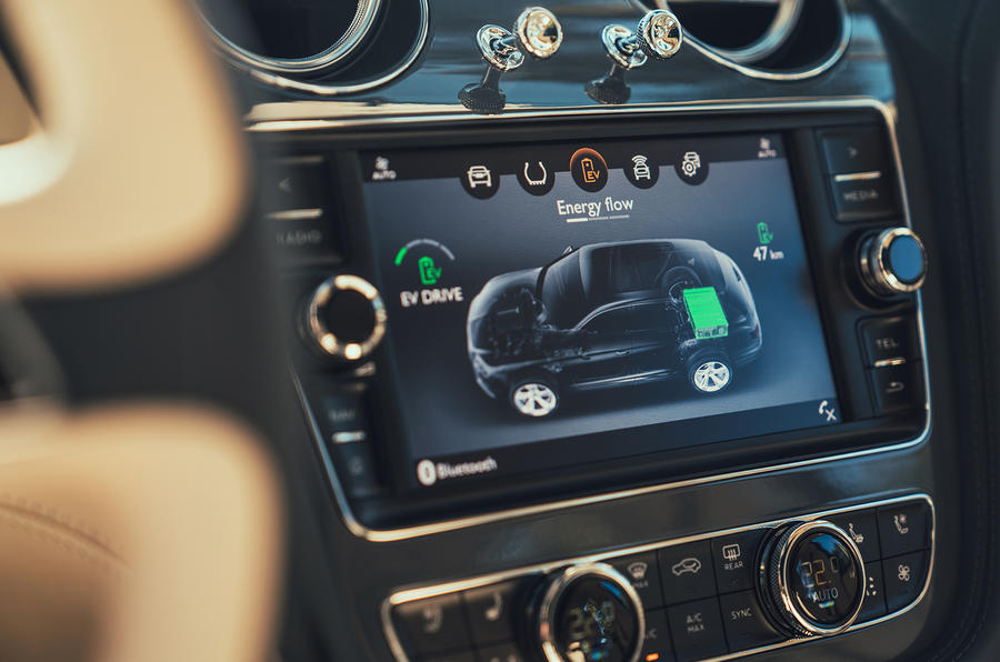 Bentley Bentayga hybrid 2019 first drive review - infotainment
