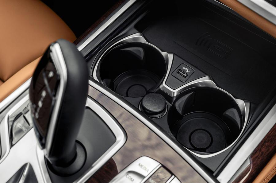 BMW 7 Series 750Li 2019 first drive review - USB port