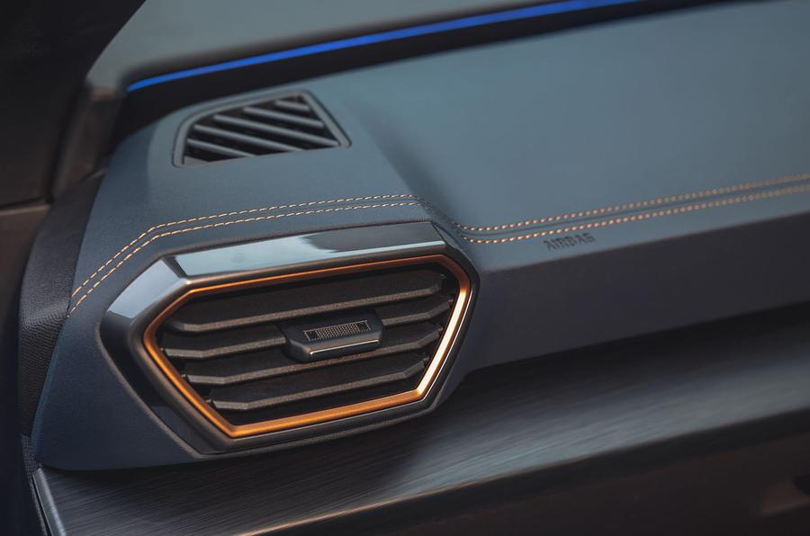 12 Cupra Formentor VZ2 2021 Première garniture intérieure de conduite au Royaume-Uni