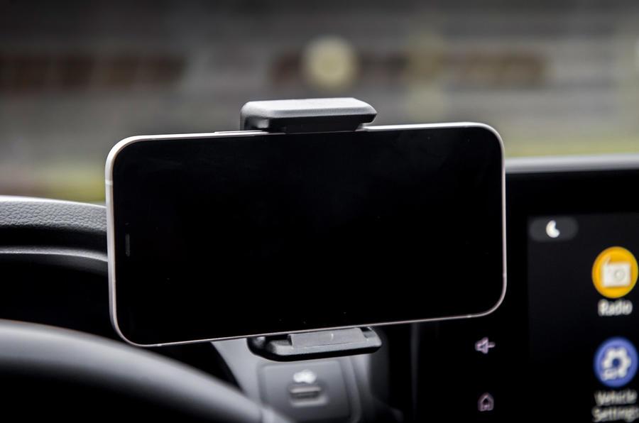 12 Dacia Sandero Stepway 2021 : le premier support pour smartphone au Royaume-Uni