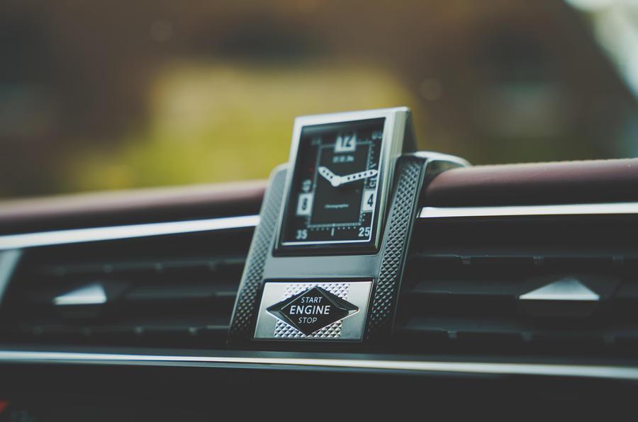 12 DS 9 2021 UE FD horloge