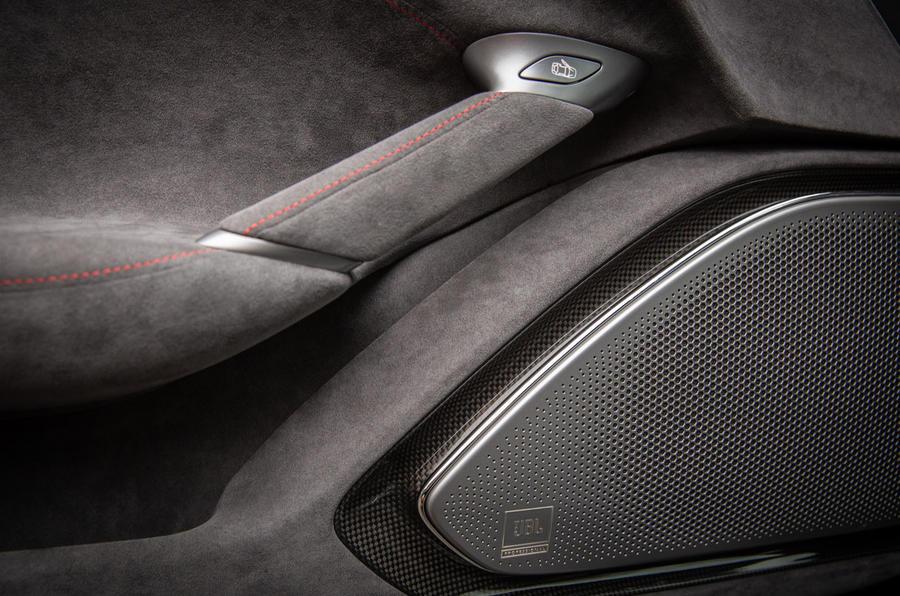 Ferrari Roma 2021 : premier examen de conduite au Royaume-Uni - garnitures intérieures