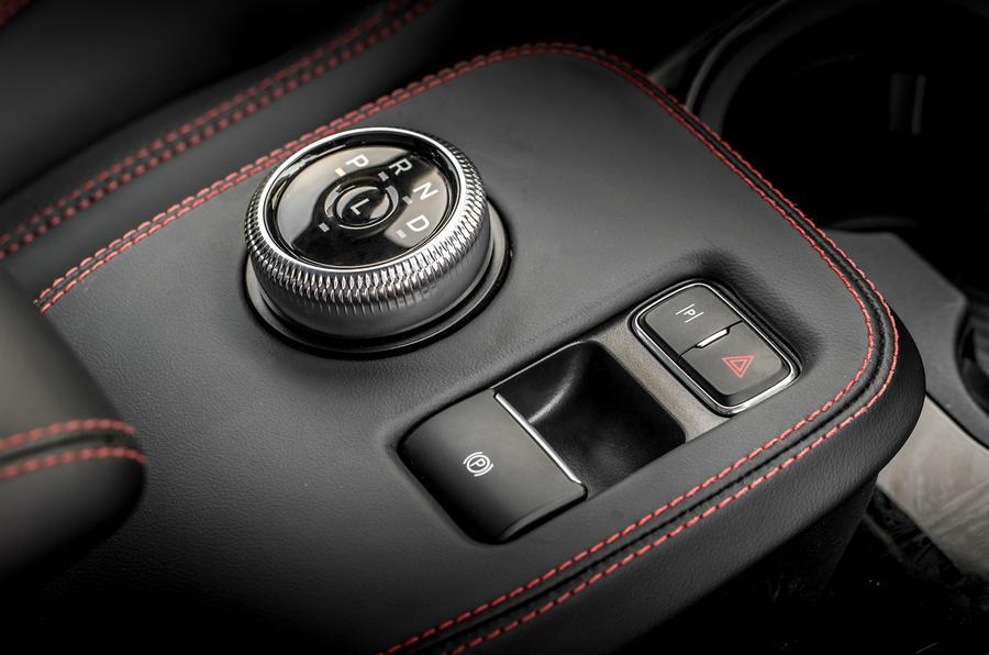 12 Ford Mustang Mach E 2021 : premier essai au Royaume-Uni - console centrale