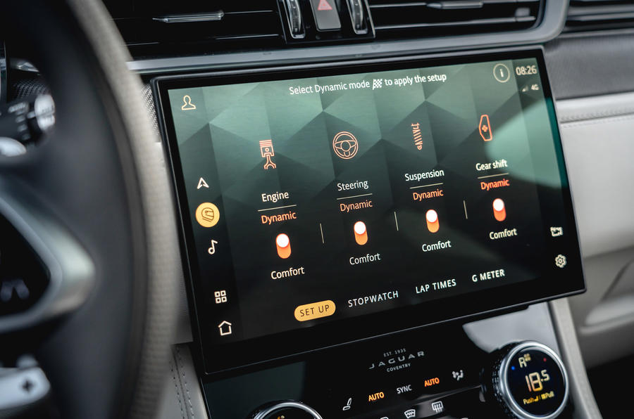 12 Jaguar F Pace SVR 2021 : le premier examen des modes de conduite au Royaume-Uni