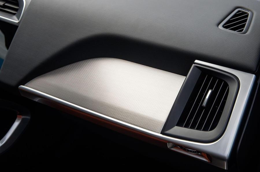 Jaguar I-Pace 2018 review glove box