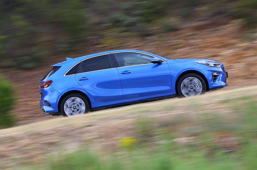 Kia Ceed 2018 first drive review on the road side