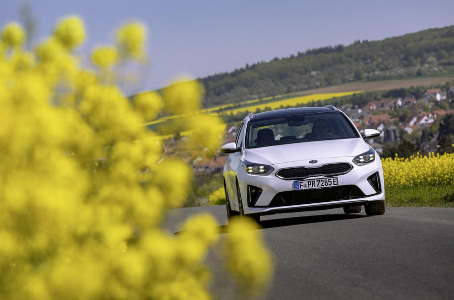 Kia Ceed Sportswagon PHEV 2020 first drive - on the road nose