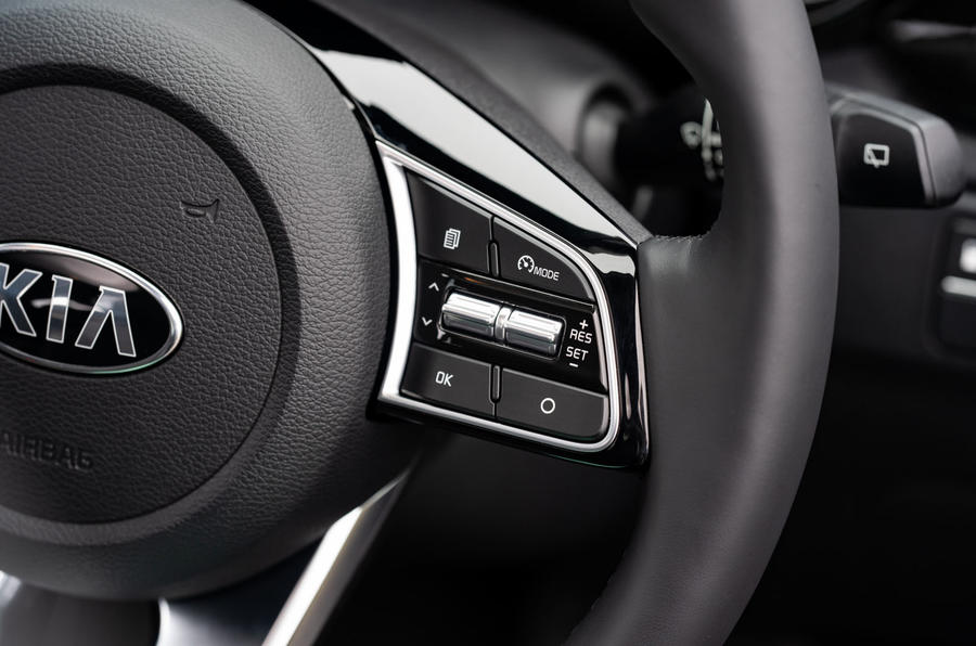Kia Xceed plug-in hybrid 2020 UK first drive review - steering wheel buttons