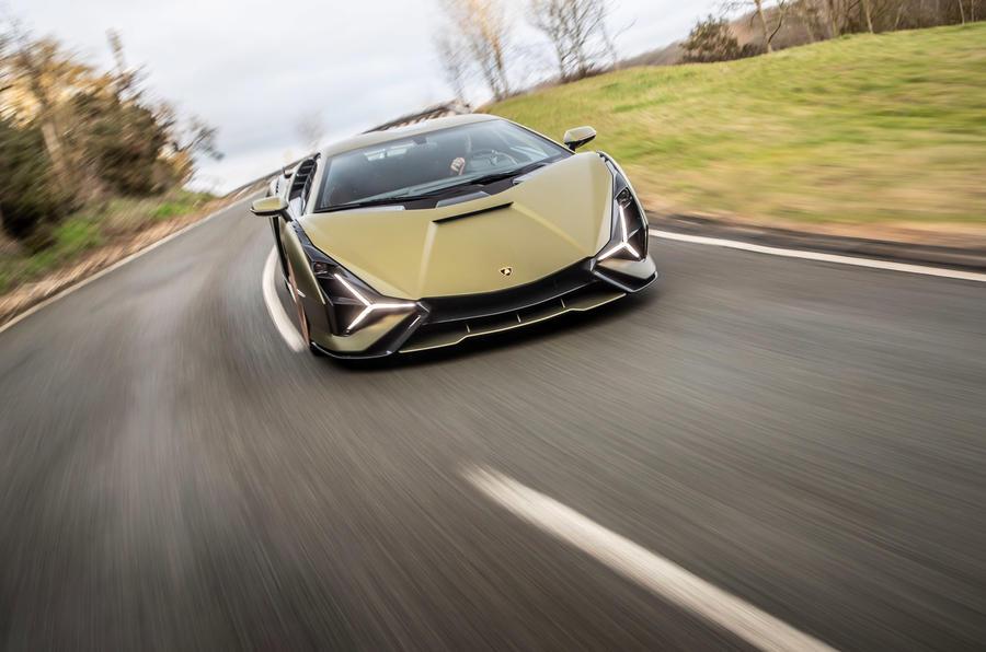12 Lamborghini Sian 2021 : premier examen de conduite au Royaume-Uni sur le nez de la route