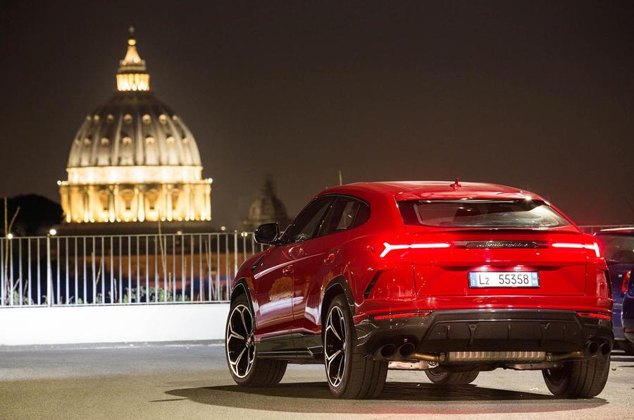 Lamborghini Urus review 2018 static rear
