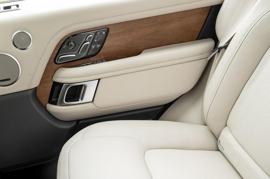 Land Rover Range Rover D300 2020 : premier bilan de conduite au Royaume-Uni - cartes de portes