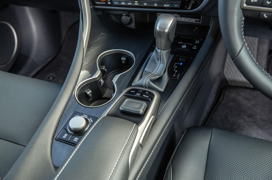 Lexus RX 450hL 2018 review gearstick