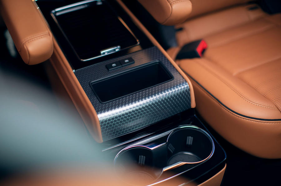 Lincoln Aviator 2020 first drive review - middle row cupholders
