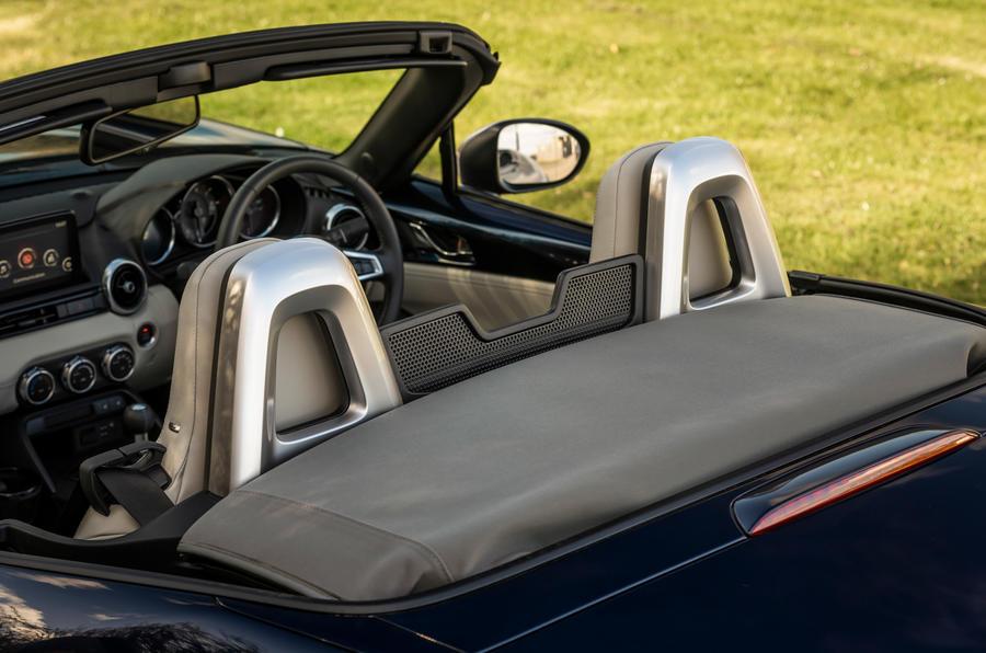 12 Appuie-tête Mazda MX 5 Sport Venture 2021 UE FD