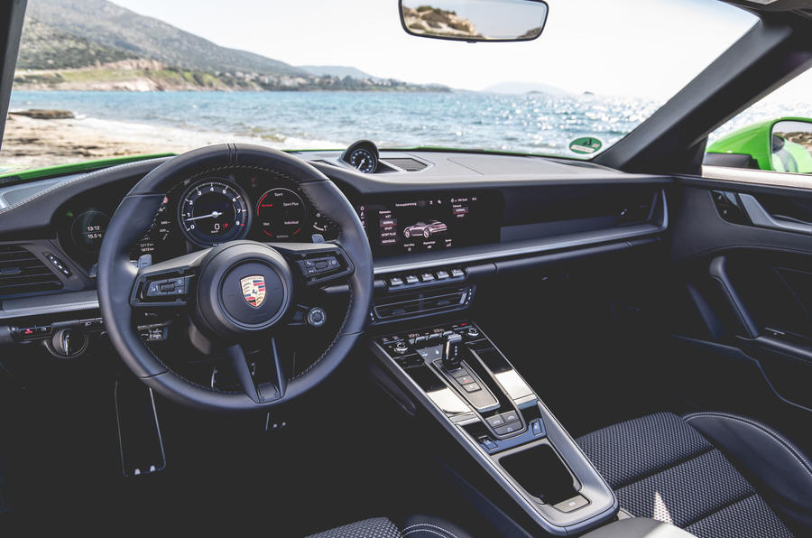 Porsche 911 Cabriolet 2019 first drive review - dashboard