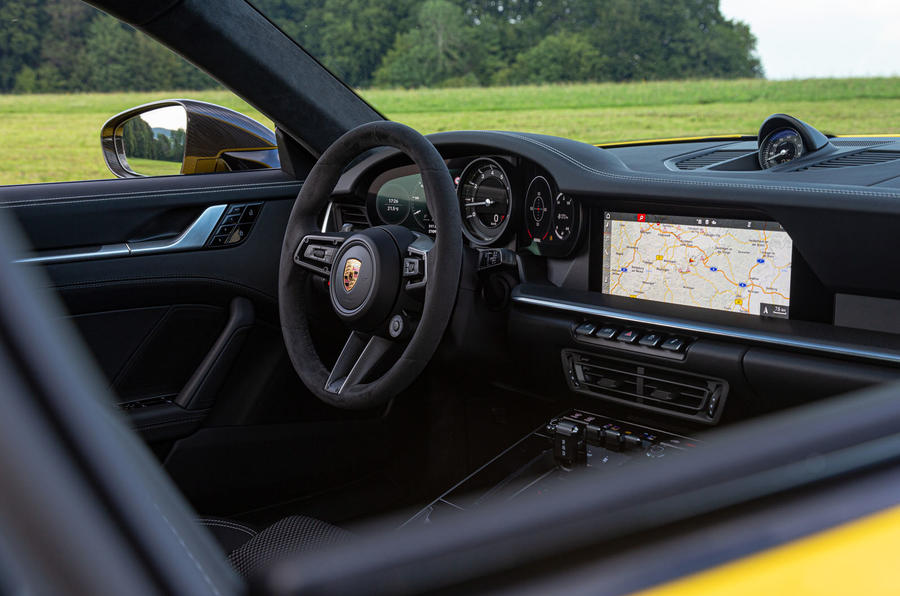 Porsche 911 Carrera 2019 first drive review - dashboard