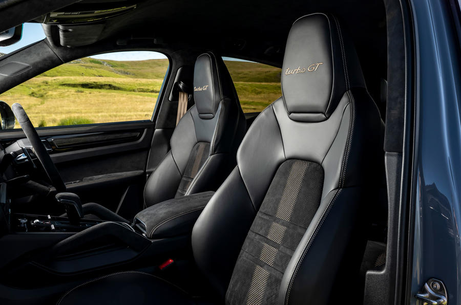 12 Porsche Cayenne Turbo GT 2021 UE FD sièges avant