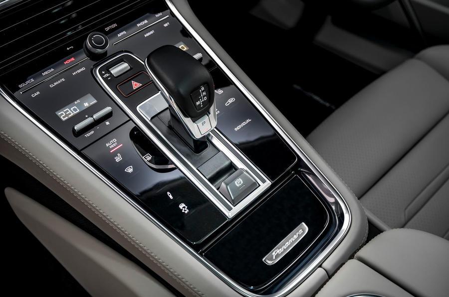 12 Porsche Panamera Turbo S E Hybrid ST 2021 UE FD console centrale