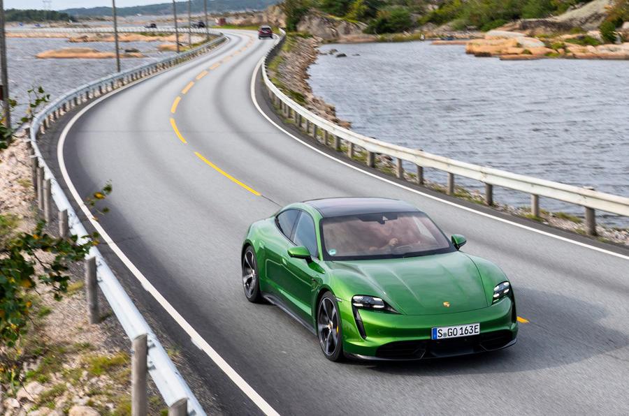 2019 - [Porsche] Taycan [J1] - Page 15 12-porsche-taycan-turbo-s-2020-fd-otr-front