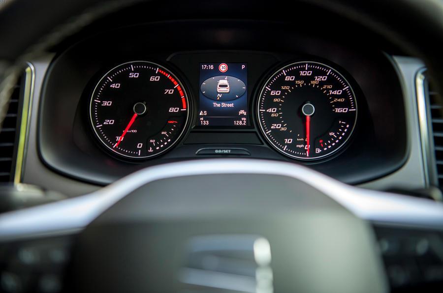Siège Ateca Xperience 2020 : premier examen de la conduite au Royaume-Uni - instruments