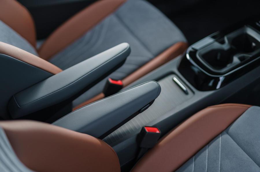 12 Volkswagen ID 4 2021 : premier essai au Royaume-Uni - console centrale