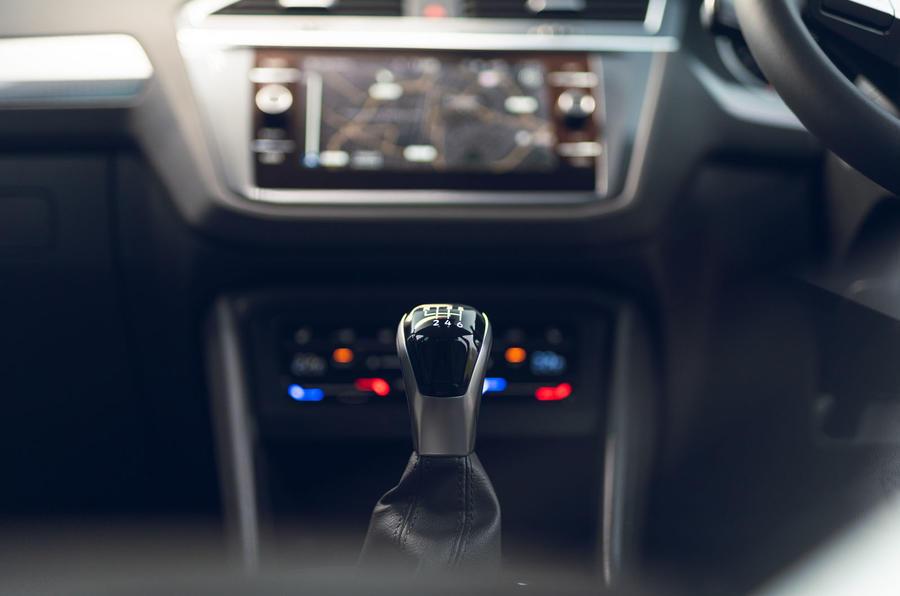 Volkswagen Tiguan Life 2020 : premier bilan de la conduite au Royaume-Uni - levier de vitesse