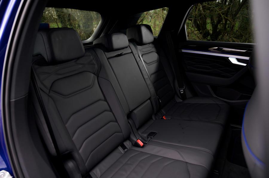 12 Volkswagen Touareg R eHybrid 2021, essai en conditions réelles d'utilisation : sièges arrière