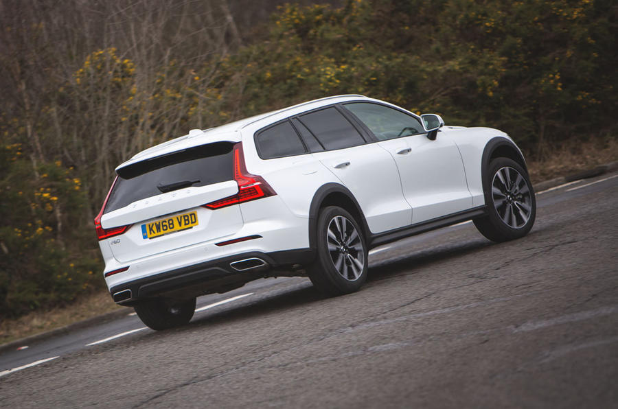 Volvo V60 Cross Country 2019 UK first drive review - cornering rear