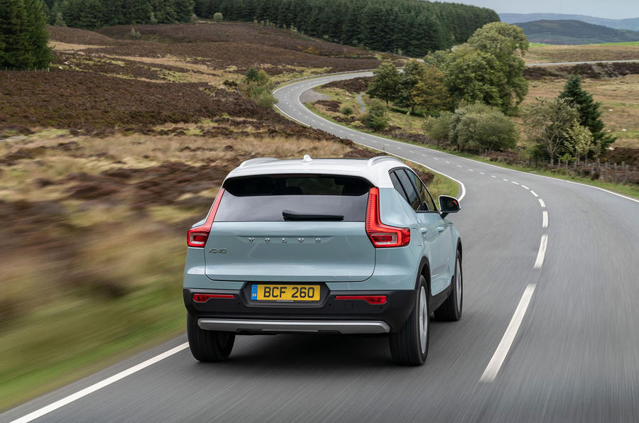 volvo-xc40-2018-uk-fd-rear-driving