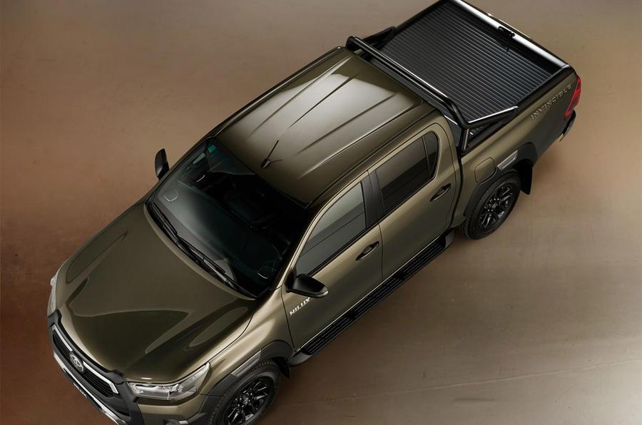 Toyota Hilux 2020 - static overhead