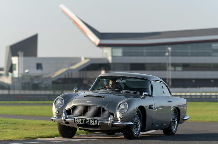 Aston Martin DB5 - tracking front