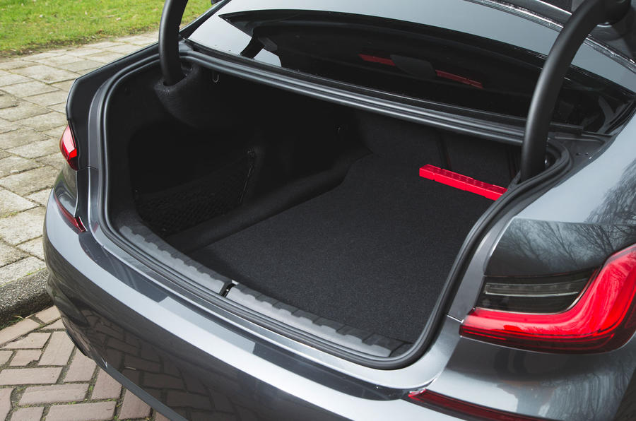 BMW 3 Series 330i 2019 UK review - boot