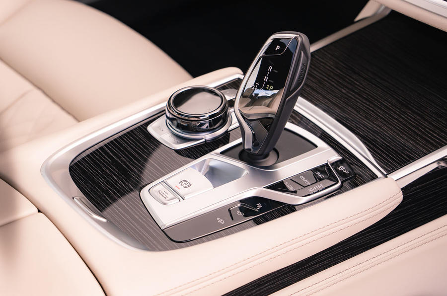BMW 7 Series 730Ld 2019 UK first drive review - centre console