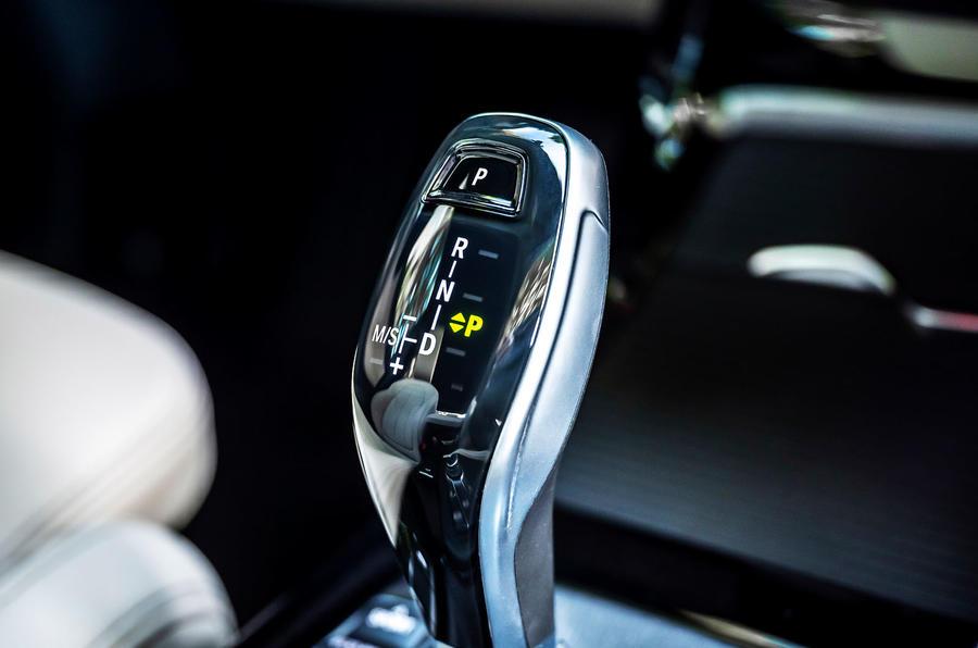 BMW X1 25d 2019 first drive review - gearstick