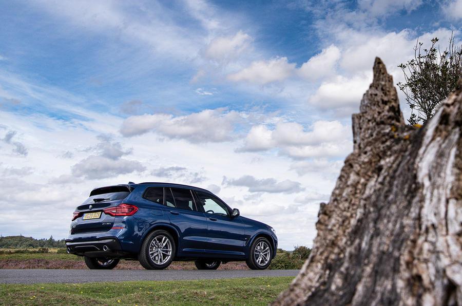 BMW X3 xDrive30e 2020 : premier examen de conduite au Royaume-Uni - statique arrière