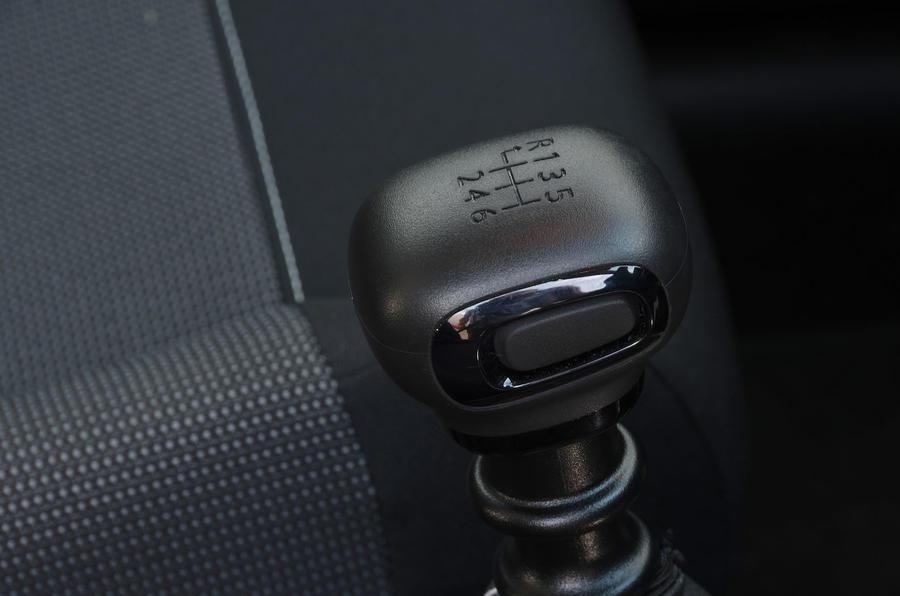 Citroen C3 Aircross Flair Puretech 130 long-term review - gearstick