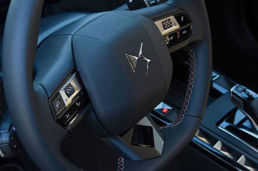 DS 3 Crossback 2019 first drive review - steering wheel