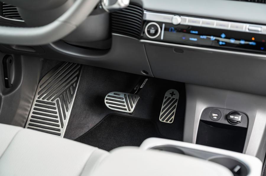 13 Hyundai Ioniq 5 2021 FD Norvège plaques pédales