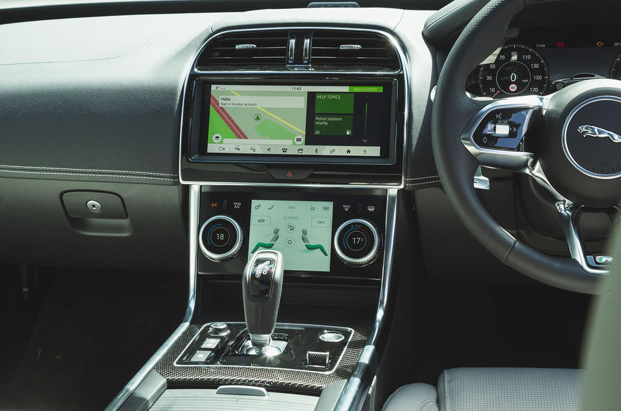 Jaguar XE P300 2019 UK first drive review - centre console