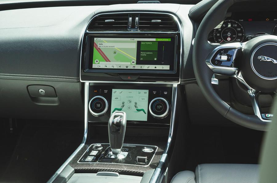 Jaguar XE P300 2019 UK first drive review - centre console