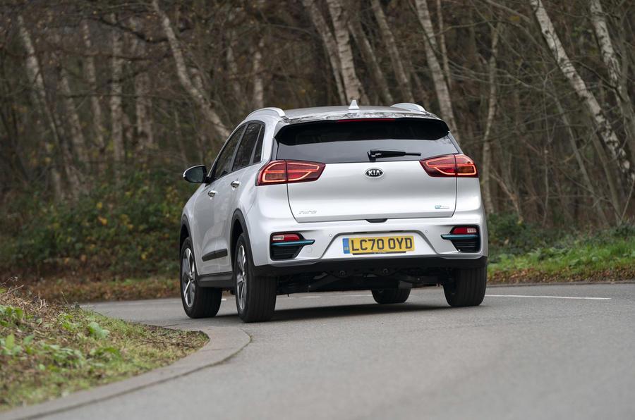 13 Kia e Niro 39kWh 2021 UE : essai de conduite en virage à l'arrière