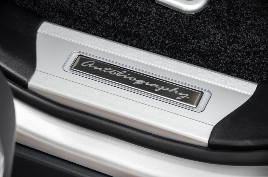 Land Rover Range Rover D300 2020 : premier bilan de conduite au Royaume-Uni - plaques d'éraflures